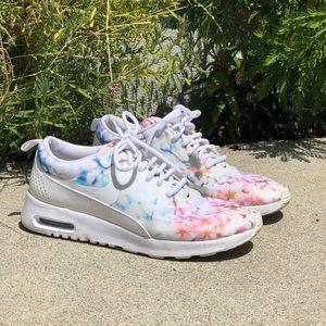 Nike size 8 floral print